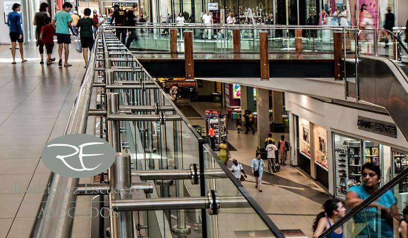 Responsabilidad de centro comercial ante la caída de un cliente