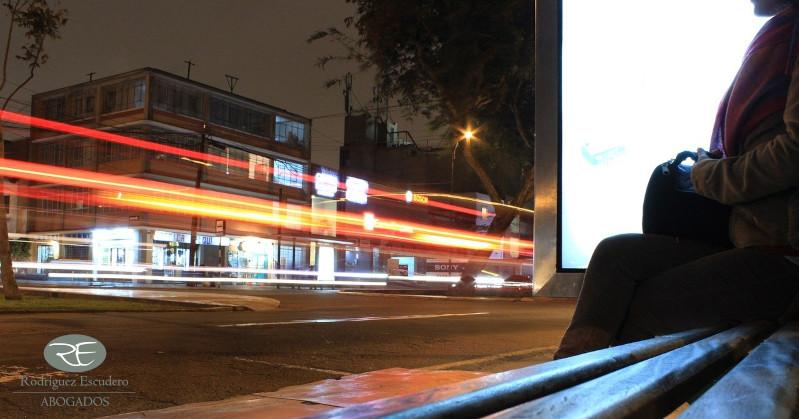 Accidente in itinere esperando el autobús para ir al trabajo