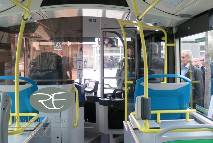 Cómo reclamar una indemnización por caída en un autobús