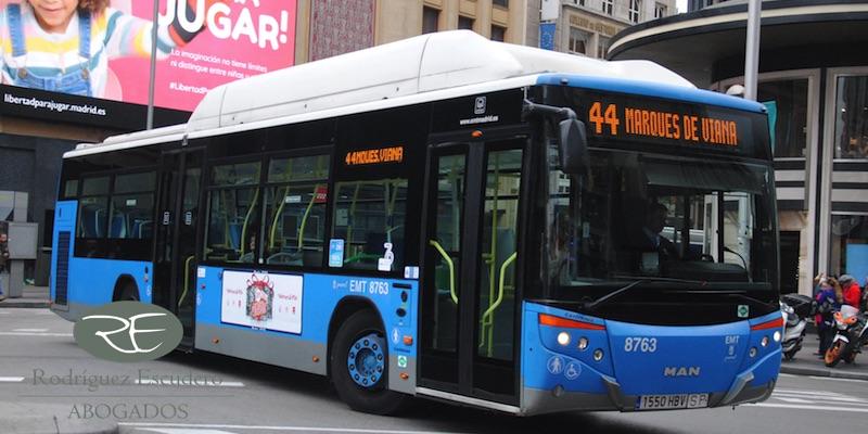Indemnización caída en autobús